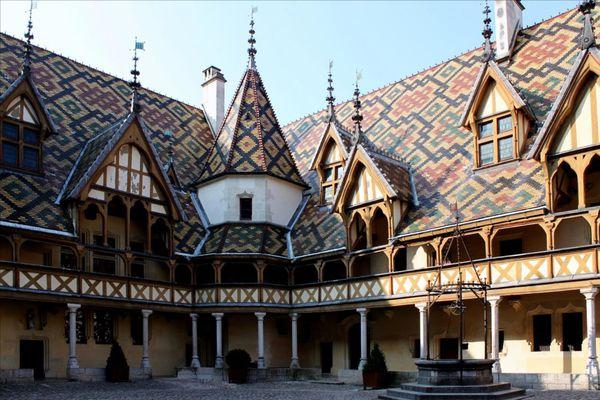 4-cour-d-honneur-et-toitures 4003
