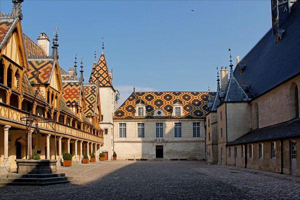4-cour-d-honneur-et-toitures 4078