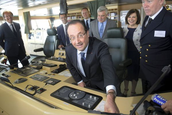 sem13juib-Z25-Hollande-inauguration-Jules-Vernes-porte-cont.jpg