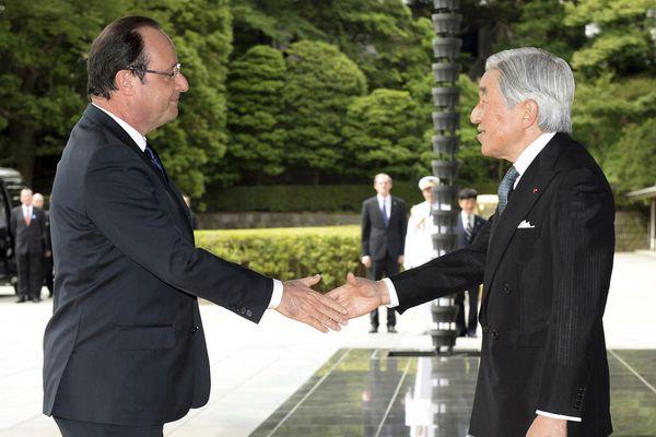 sem13juid-Z16-Poignee-de-main-imperiale-Francois-Hollande-e.jpg