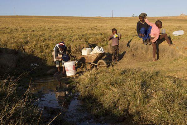 sem13juif-Z4-L-eau-est-rare-Afrique-du-Sud.jpg