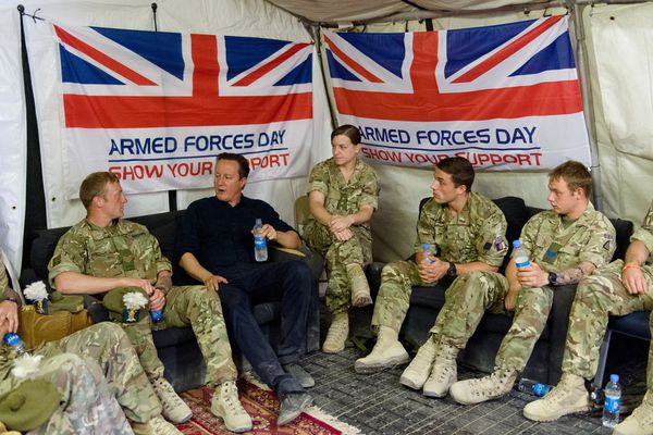sem13juim-Z21-Petite-discussion-david-cameron-afghanistan.jpg