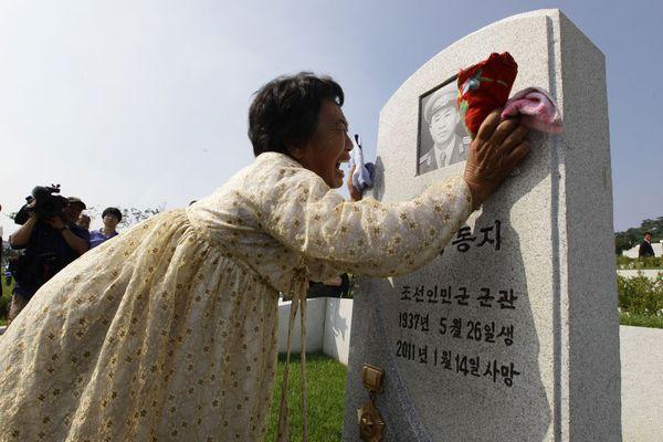 sem13jull-Z3-En-larmes-pleure-victimes-guerre-coree-1950-19.jpg