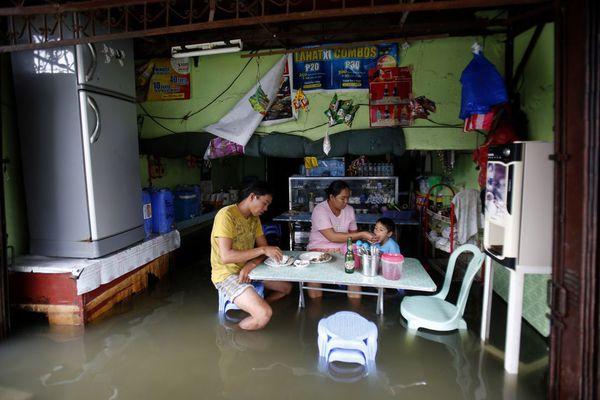sem13aoui-Z19-Les-pieds-dans-l-eau-Manille-Philippines.jpg