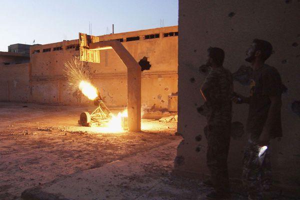 sem13aoum-Z15-Feu-Deir-al-Zor-tir-de-roquette-syrie.jpg