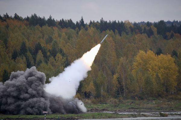 sem13sepk-Z16-Demonstration-missile-Smerch-Russia-arms-Expo.jpg