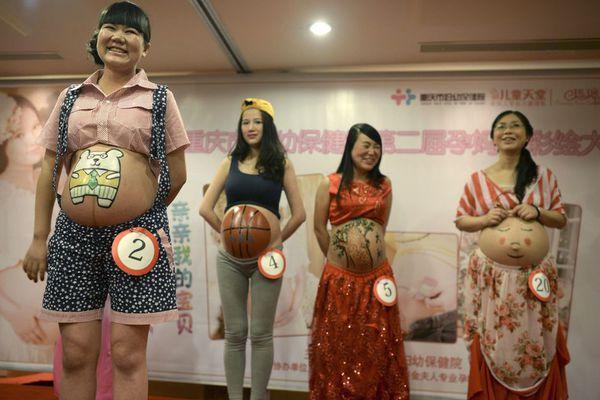 sem13octk-Z5-En-competition-peinture-sur-ventre-femmes-ence.jpg