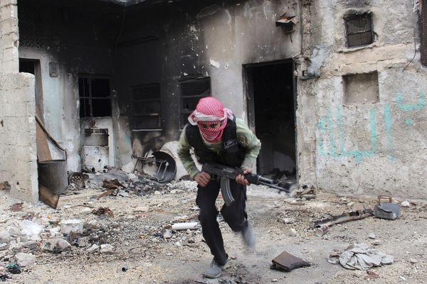sem13decb-Z3-Courir-vers-un-abri-Alep-Syrie.jpg