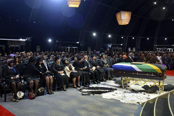 sem13decf-Z24-obseques-Nelson-Mandela-Afrique-du-sud.jpg