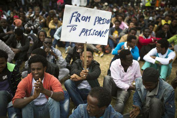 sem14janf-Z8-Prison-exterieure-pour-migrants-africains-en-I.jpg