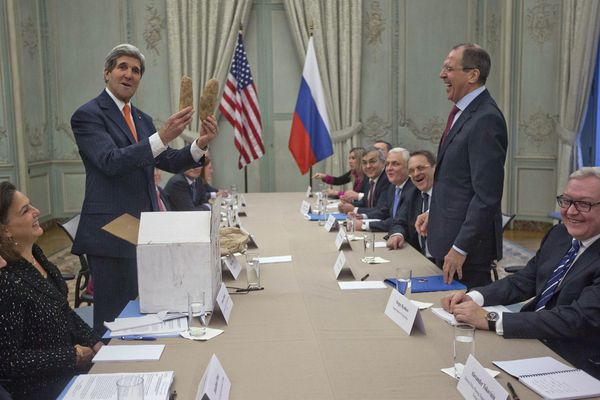 sem14jang-Z5-La-diplomatie-par-la-patate-kerry-discussion-S.jpg