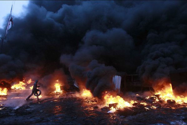 sem14jank-Z20-kiev-a-feu-et-a-sang-Ukraine.jpg