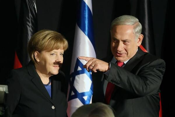 sem14fevk-Z18-embarrassante-photo-angela-merkel-en-Israel.jpg