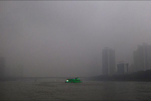 sem14marc-Z13-La-Chine-polluee-Guangzhou.jpg