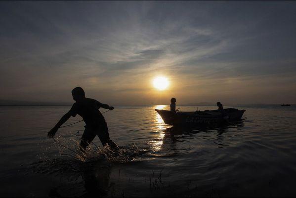 sem14marh-Z16-Silhouette-lac-Xolotlan-Nicaragua.jpg