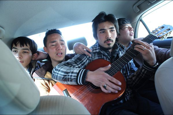 sem14marl-Z12-Guitare-heros-kaboul-Afghanistan.jpg