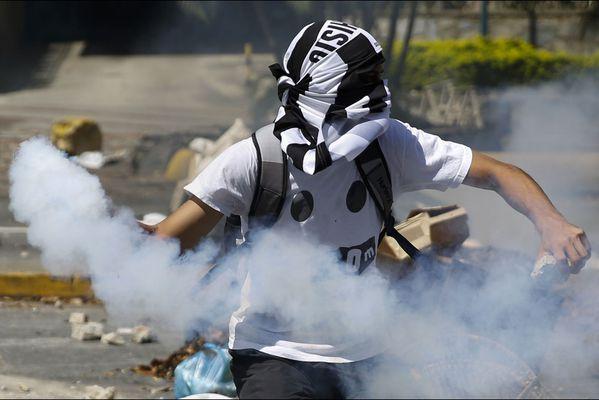 sem14avrd-Z8-6-avril-Escalade-de-la-violence-Caracas-Venezu.jpg