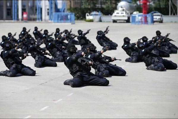 sem14maia-Z17-En-action-policiers-chinois-entrainement-avan.jpg