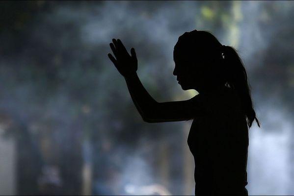 sem14maie-Z12-Silhouette-femme-temple-bouddhiste-Chine.jpg