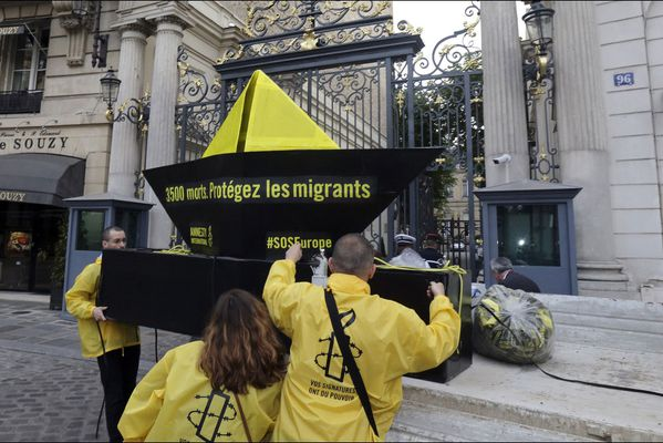 sem14juia-Z17-Operation-amnesty-international-Paris.jpg