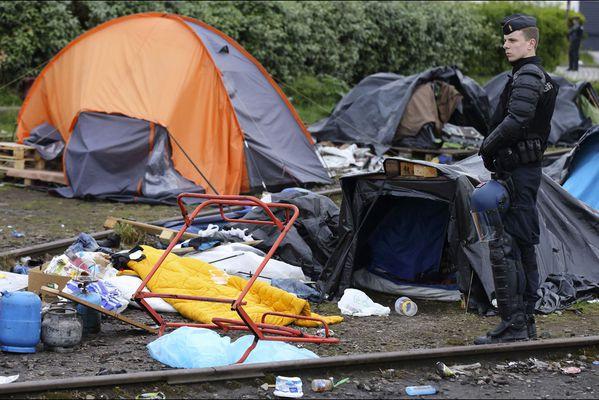 sem14mail-Z11-evacuation-a-Calais-750-migrants.jpg