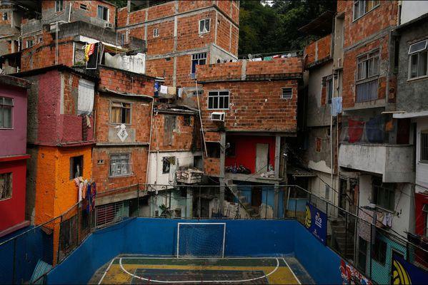 sem14maim-Z9-Au-coeur-d-une-favela-Rio-de-Janeiro-Bresil.jpg