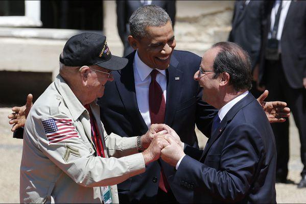 sem14juic-Z7-commemoration-du-d-day-Hollande-Obama-avec-un-.jpg