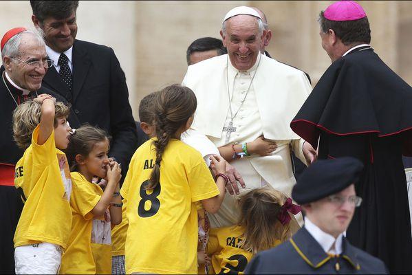 sem14juik-Z2-pape-Francois-Souriant-audience-Vatican.jpg