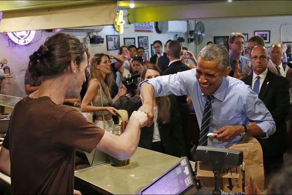 sem14julf-Z3-Qui-coupe-la-file-paie-la-note-Obama-Austin-Te.jpg