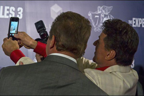sem14aouj-Z6-selfie-de-stars-Sylvester-Stallone-Arnold-Scha.jpg