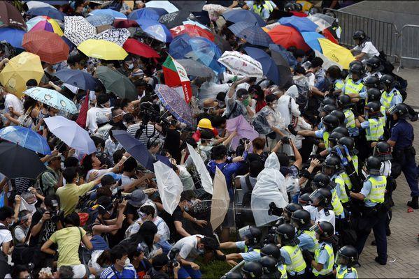 sem14sepm-Z6-Hong-Kong-revolution-de-l-ombrelle.jpg