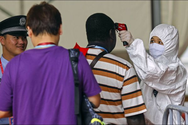 sem14octm-Z17-Mesures-de-securite-contre-ebola-chine.jpg