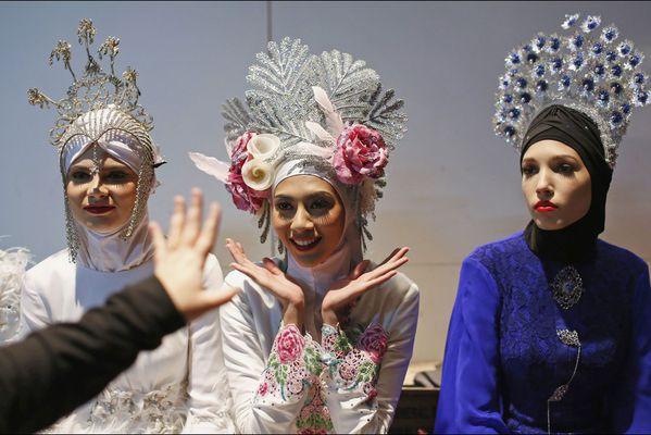 sem14novg-Z14-modeles-Fleuris-islamic-fashion-week-Kuala-Lu.jpg