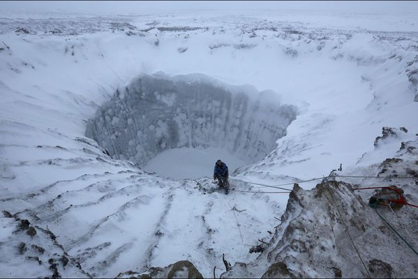 sem14novj-Z3-Un-cratere-en-Siberie.jpg