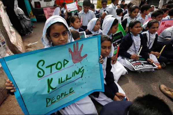 sem14dech-Z15-Arretez-de-tuer-des-gens-Pakistan-enfants.jpg