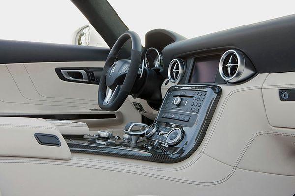 Mercedes-Benz-SLS-AMG-Roadster_1100.jpg