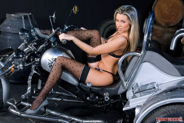 2012 biker babes blonde trike 002 www.private.com
