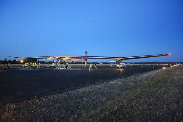 Solar-Impulse-atterrit-a-Francazal-12-07-17-21h45.jpg
