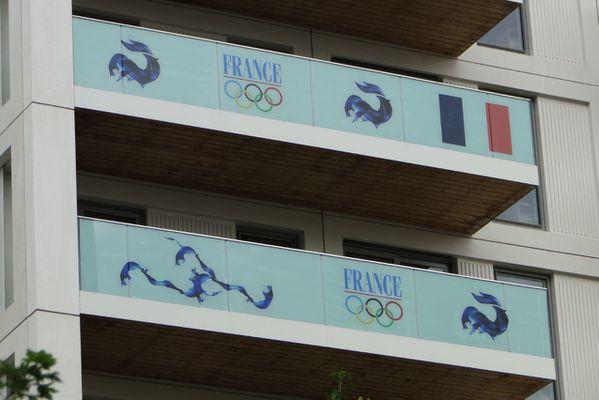 adhesif balcon immeuble village olympique