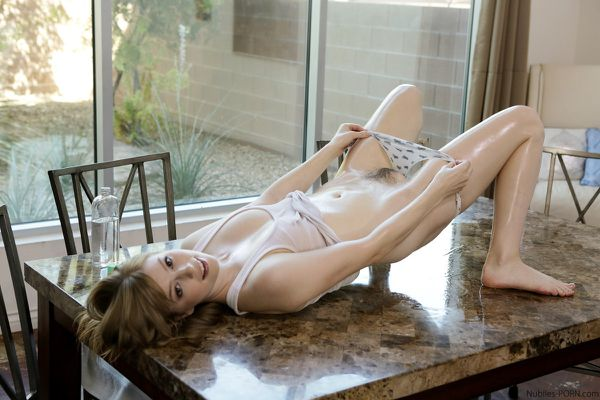 dolly_leigh_pour_it_on_064.jpg