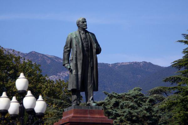 Lenin-monumento-in-Yalta.jpg
