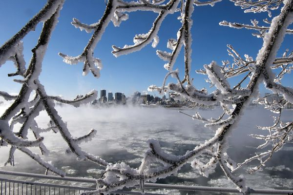 o-COLD-MONTREAL-FLEUVE-SAINTLAURENT-FROID-facebook.jpg