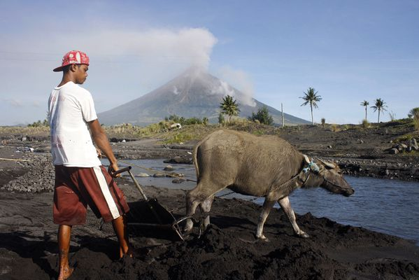 --Mayon---18.12.09-AFP-Getty-im.-C.Sayat.jpg