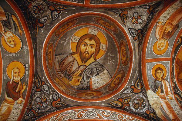 Goreme_OpenAir_Museum_Dunkle_Kirche_2_11_2004.jpg