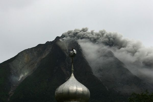 2013.09.15 Sinabung - Reuters PhotoY. T. Haryono-copie-1