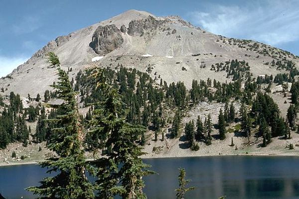 Lassen-peak---dacite-et-dome---Lee-Siebert.jpg