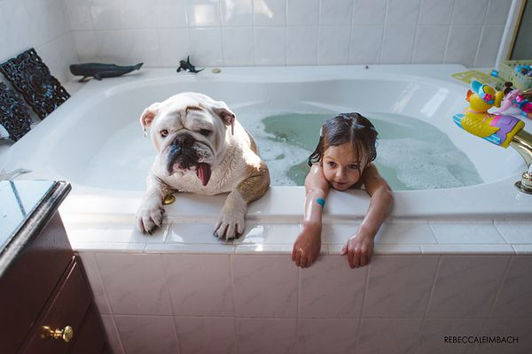 girl-english-bulldog-friendship-photography-lola-h-copie-1