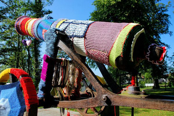 yarnbombing collection in natures paul keirn (61)