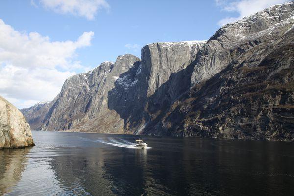 J057_zodiac nzo_ lysefjord_norvege