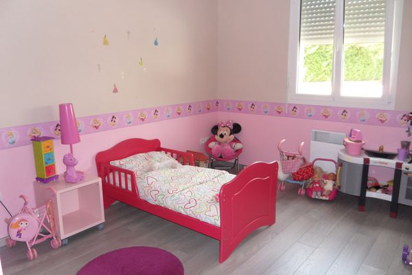 peintures chambres enfants finies le blog de daniel et sandrine. Black Bedroom Furniture Sets. Home Design Ideas
